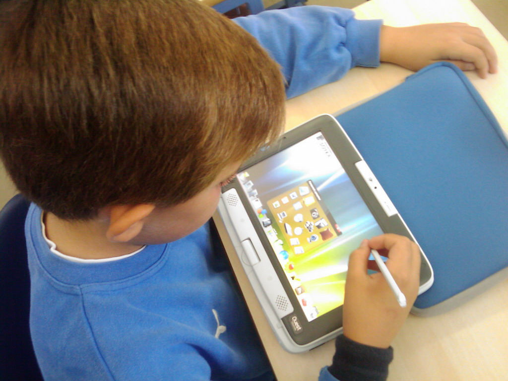 Tablet-PC_use_in_School