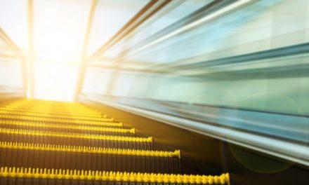 Evite acidentes: Dicas para uso seguro das escadas rolantes e elevadores