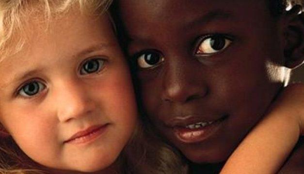 O que fazer para seu filho não se tornar racista