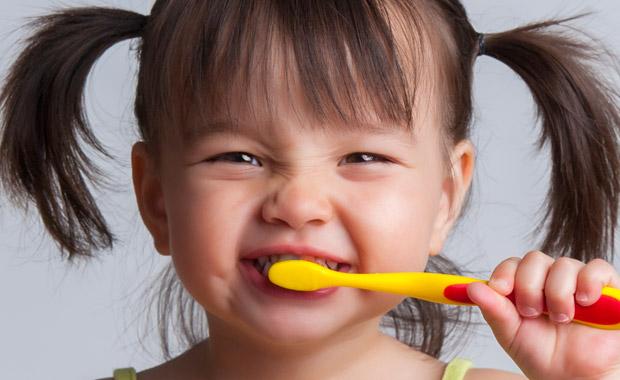 Passo a passo: como escovar os dentes do seu filho?
