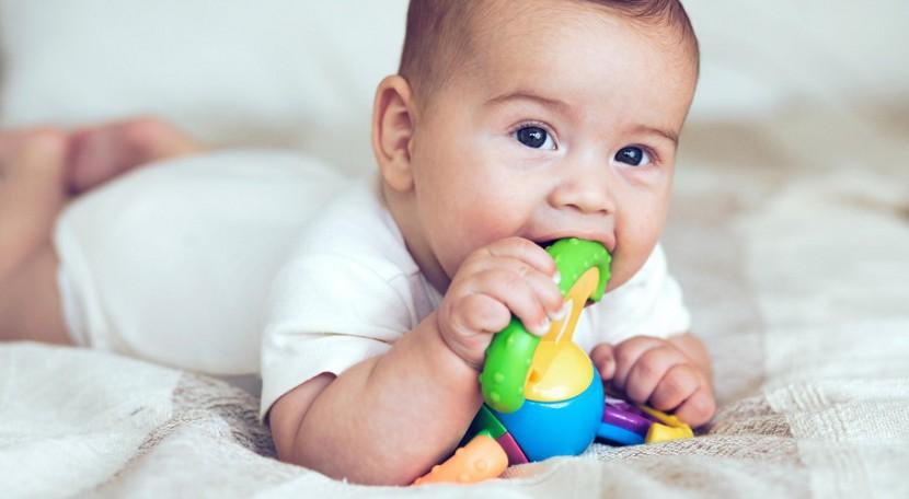 Meu filho põe objetos na boca