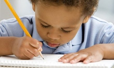 Seu filho troca as letras, tem dificuldade de leitura e memorização? Pode ser dislexia