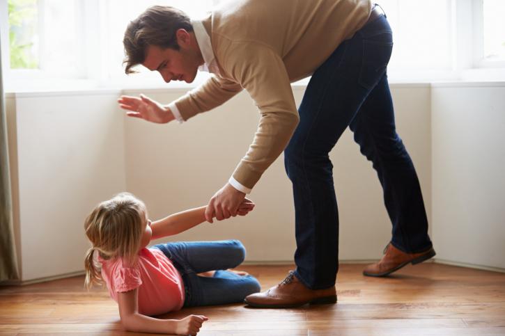 Saiba como educar seu filho sem usar castigos físicos