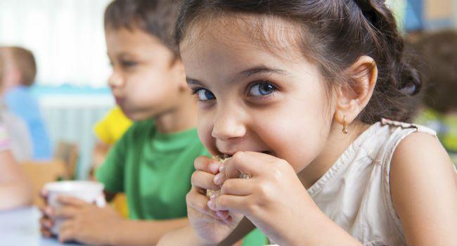 Como ajudar seu filho a comer bem na escola
