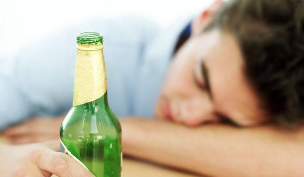 Bebidas alcoólicas são PREJUDICIAIS à saúde da criança e do adolescente, diz SBP