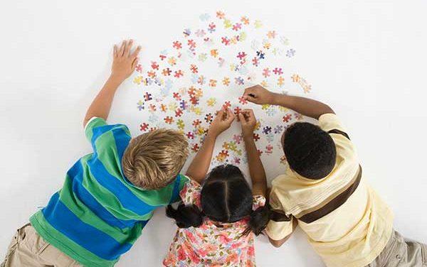 Brinquedo coletivo: um brinquedo para a criança chamar de nosso
