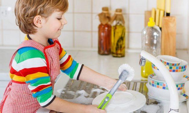 Por que as crianças estão ajudando menos nas tarefas domésticas?
