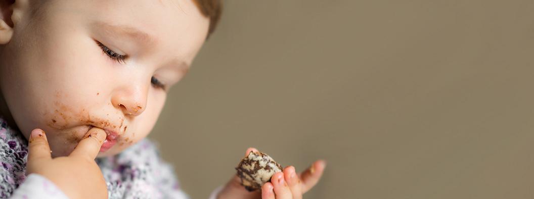 """Pais: """"Açúcar é o vilão no cardápio dos bebês"""", alertam os pediatras"""