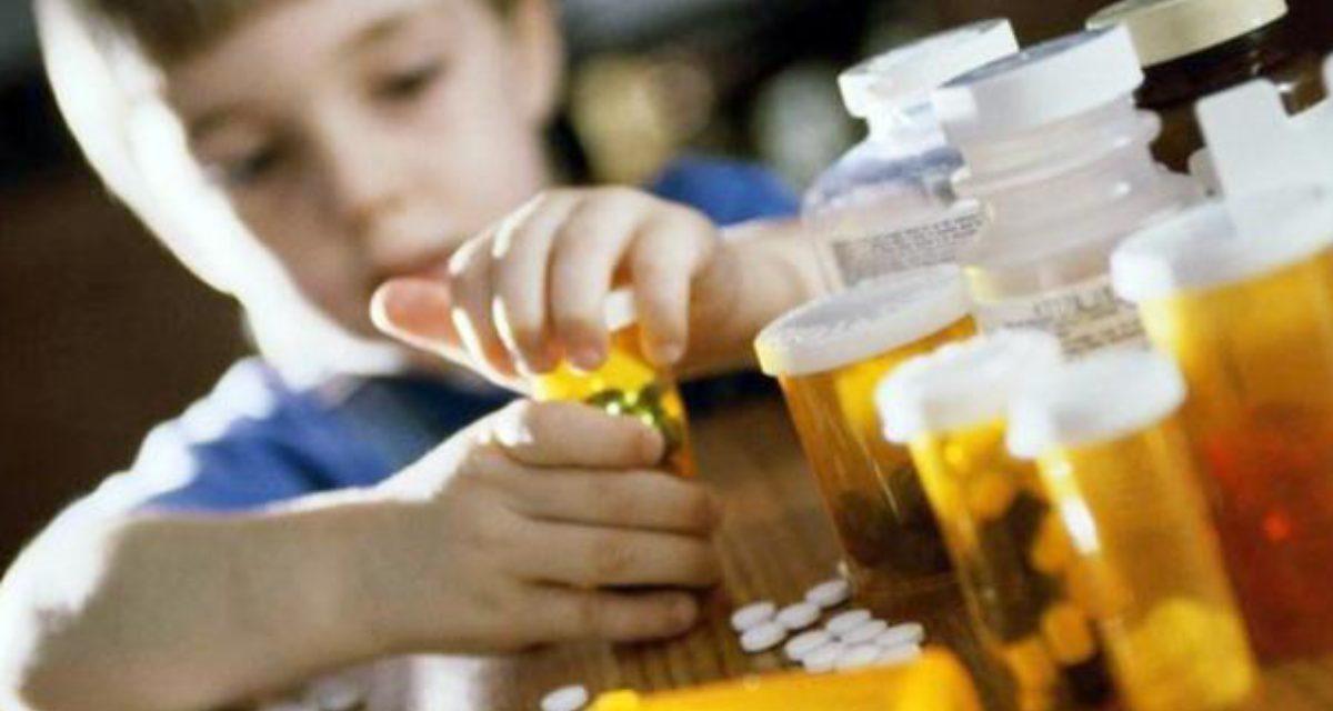 Por dia, 37 crianças são vítimas de intoxicação ou envenenamento – Guia traz orientações para casos de ingestão de produtos tóxicos